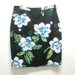 Banana Republic Floral pencil skirt Size 8